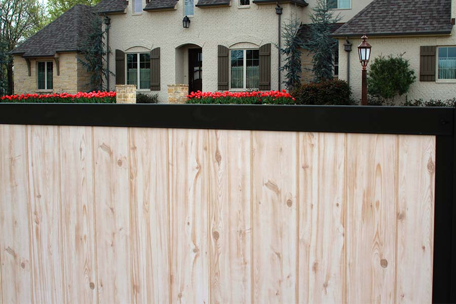 FenceTrac Elegant Privacy Fence Natural Wood With Metal Frame
