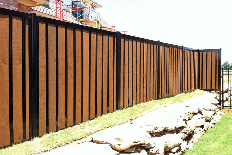 FenceTrac Residential Privacy Fence Wood & Metal Frame