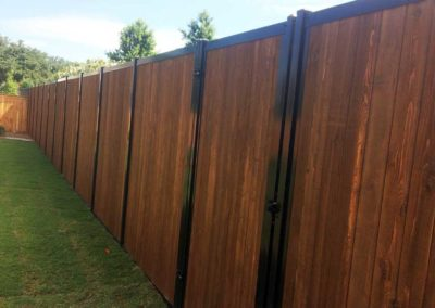 Privacy Fence No Gaps Stained Wood & Metal